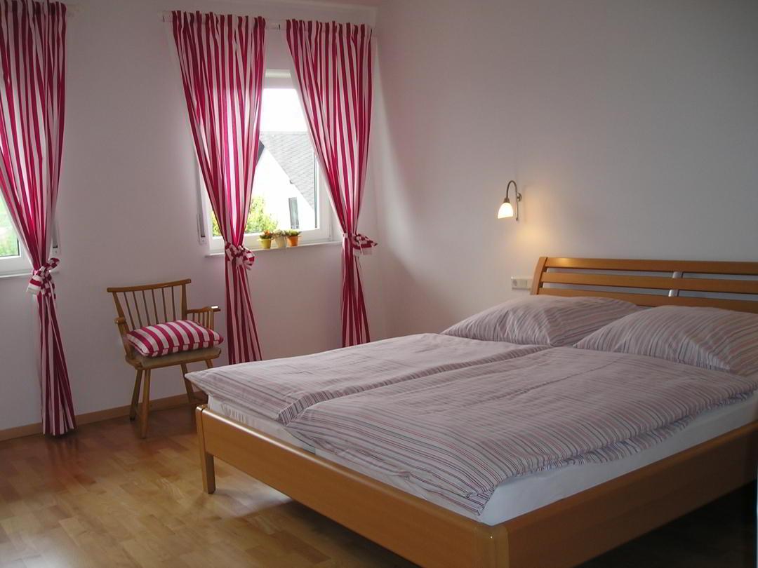 Ferienwohnung Sonnenlage Schlafzimmer 1